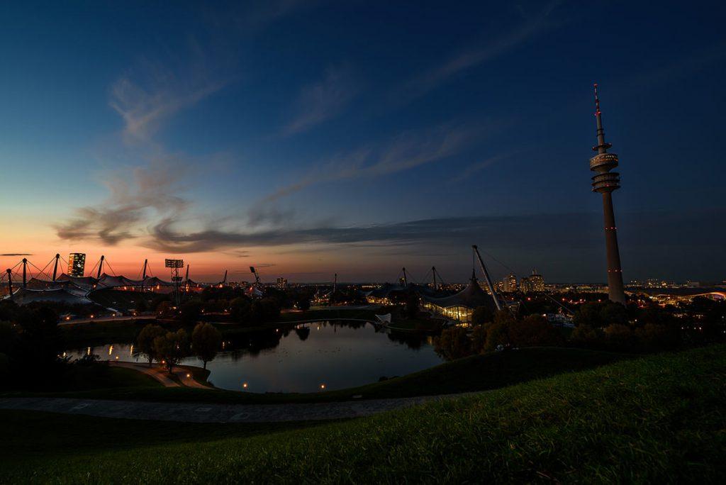 Schöne Orte München Sonnenuntergang am Olympiaberg